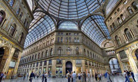 Galleria Umberto di Napoli, fare shopping e passeggiare
