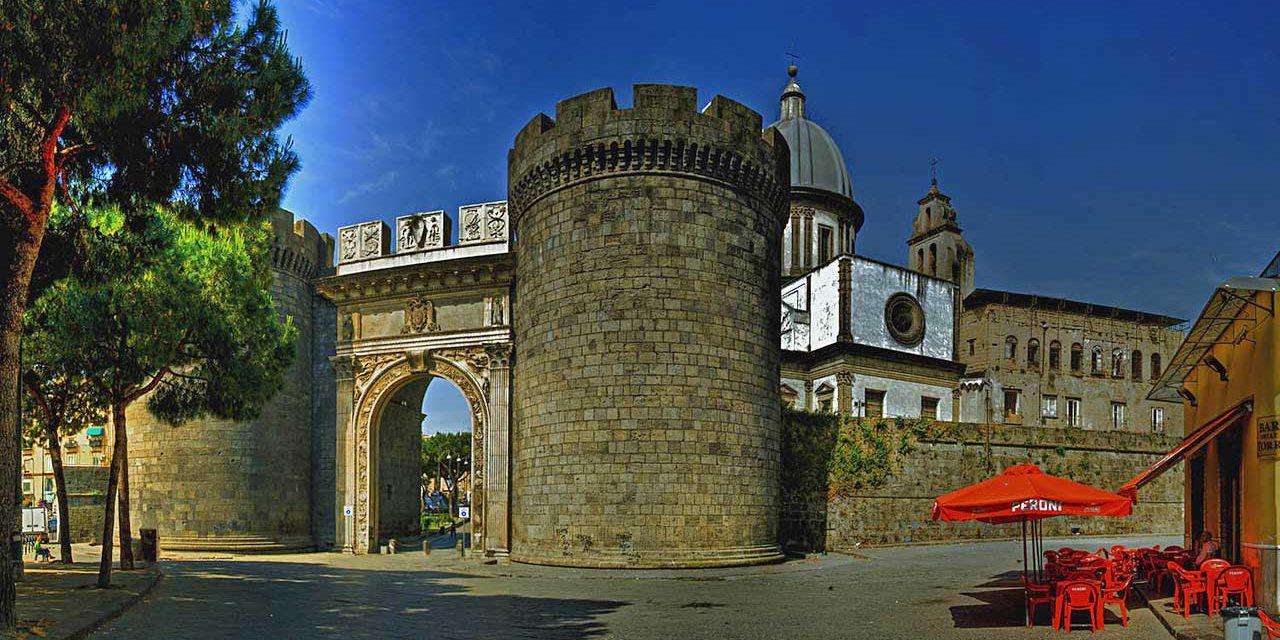 Le antiche porte di Napoli