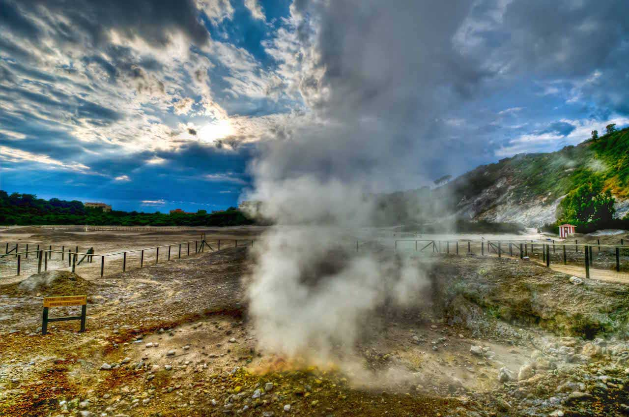 La Solfatara di Pozzuoli, l'unico vulcano attivo dei Campi Flegrei