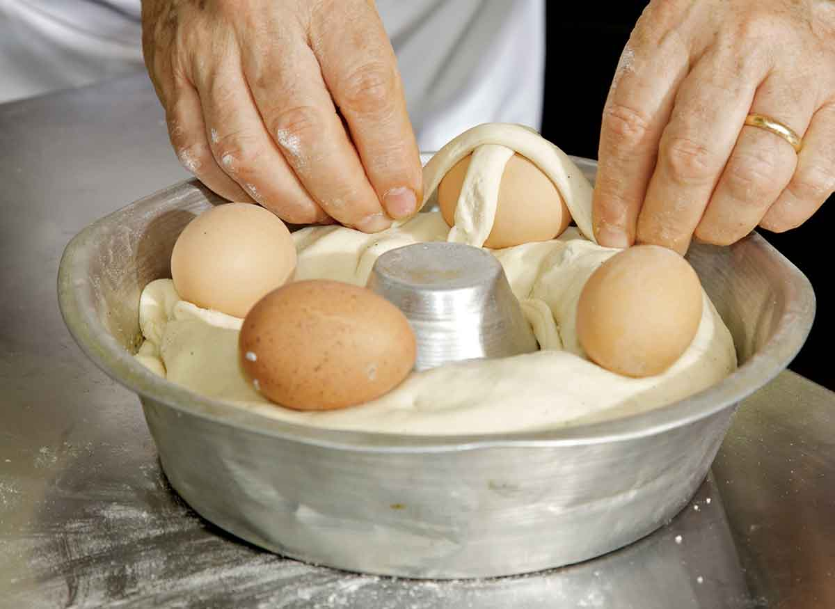 Tradizioni Culinarie: Casatiello Napoletano
