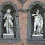 Le statue dei re di napoli: la storiella