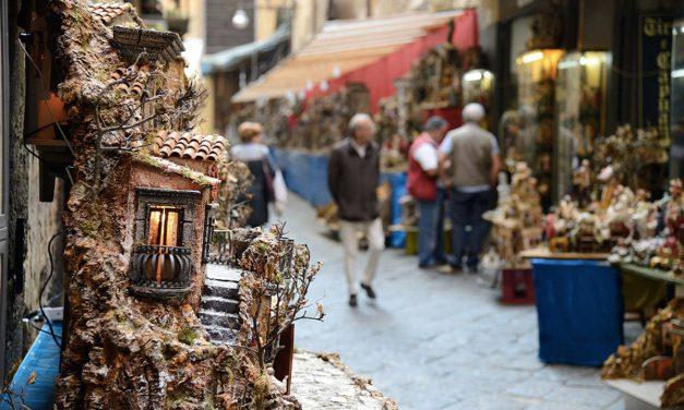 San Gregorio Armeno a Napoli, la strada dei presepi