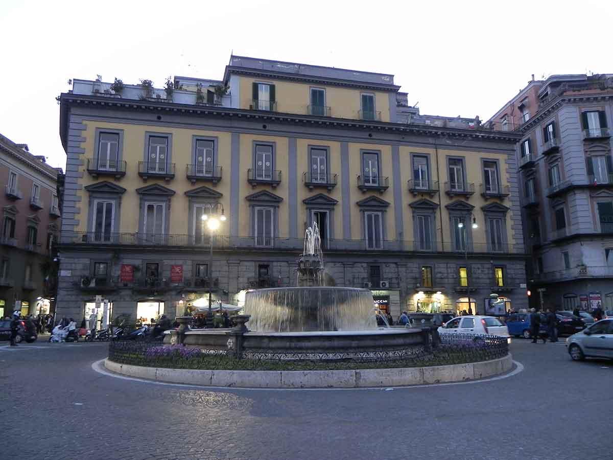 Piazza Trieste e Trento Napoli
