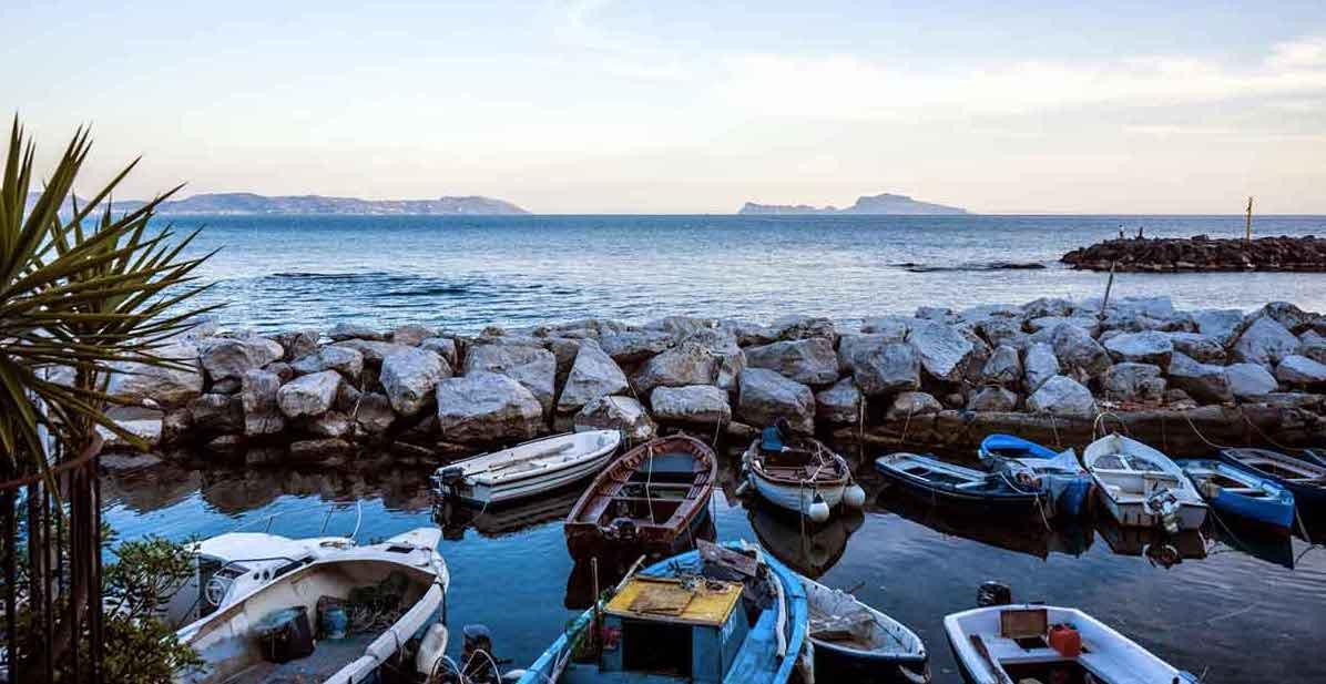 Borgo di Marechiaro (Napoli), Vista su Capri