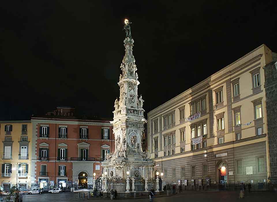 Piazza del Gesù, Napoli