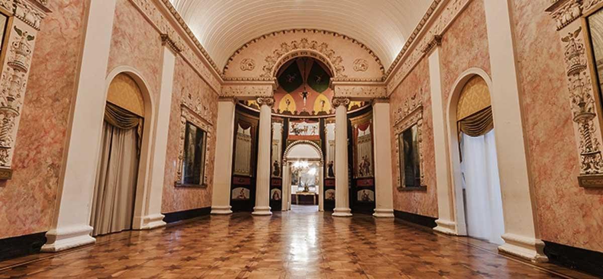 Palazzo San Teodoro a Napoli