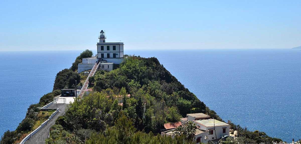 Capo Miseno, la terrazza sul Golfo di Napoli e i Campi Flegrei
