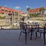 Tour alla scoperta di Pizzofalcone e delle rampe Lamont Young a Napoli