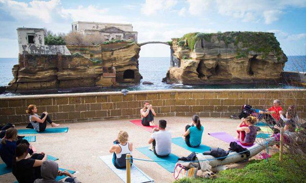 YoGaiola, lezioni di yoga nel parco naturale della Gaiola