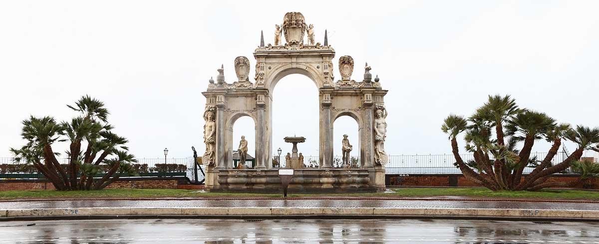 Fontana del Gigante in Via Partenope a Napoli