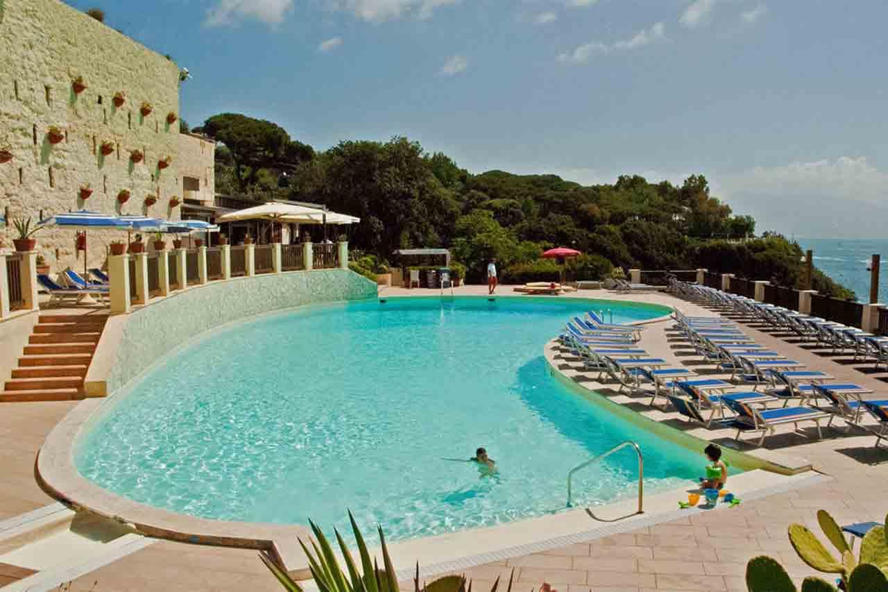 Bagni Rocce Verdi Napoli : Napoli sei piscine allaperto per nuotare e abbronzarsi restando in
