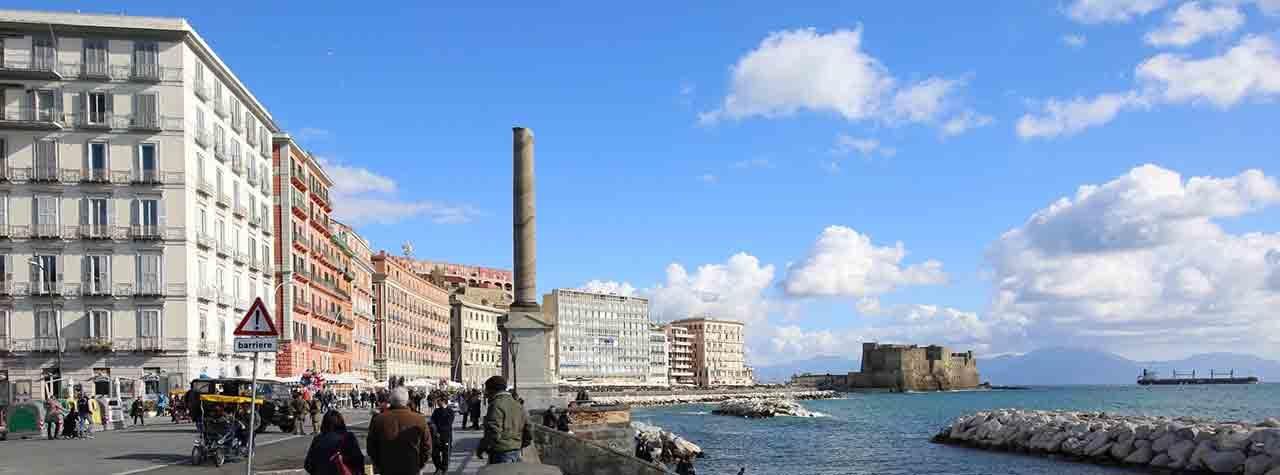 La storia della Colonna Spezzata di Piazza Vittoria a Napoli