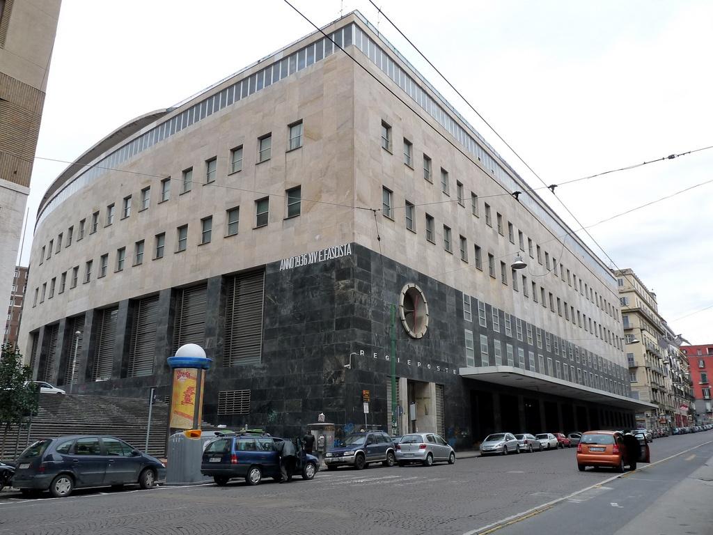 Palazzo delle poste, Napoli