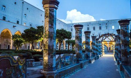 Visita serale nel Chiostro di Santa Chiara a Napoli
