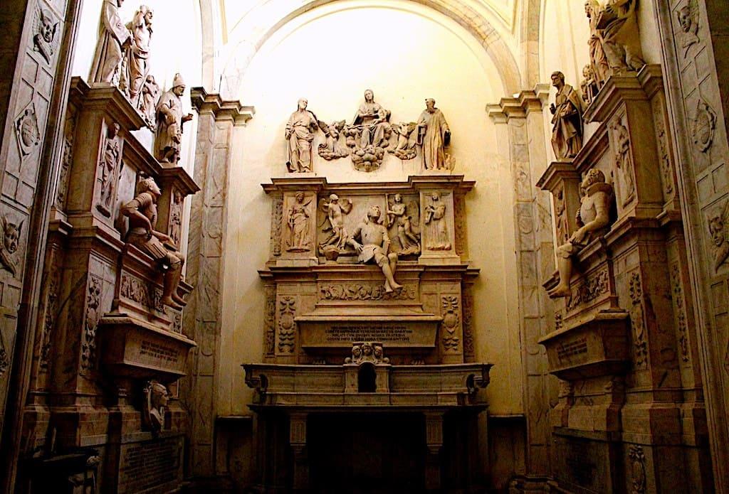 Chiesa Santi Severino e Sossio Cappella dei Sanseverino