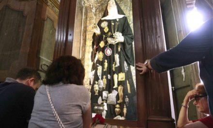 Santa Patrizia, la compatrona di Napoli che scioglie il sangue