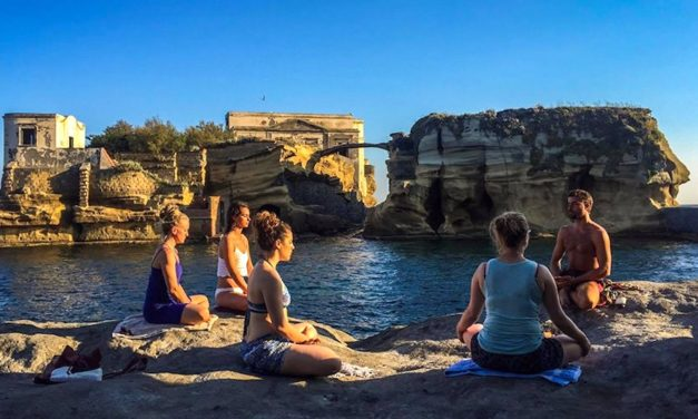 YoGaiola 2019, torna a Napoli lo yoga a due passi dal mare