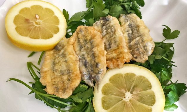 Alici indorate e fritte, piatto tipico di Napoli ricco di sapore