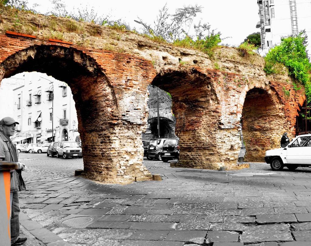 Napoli Ponti Rossi, acquedotto romano