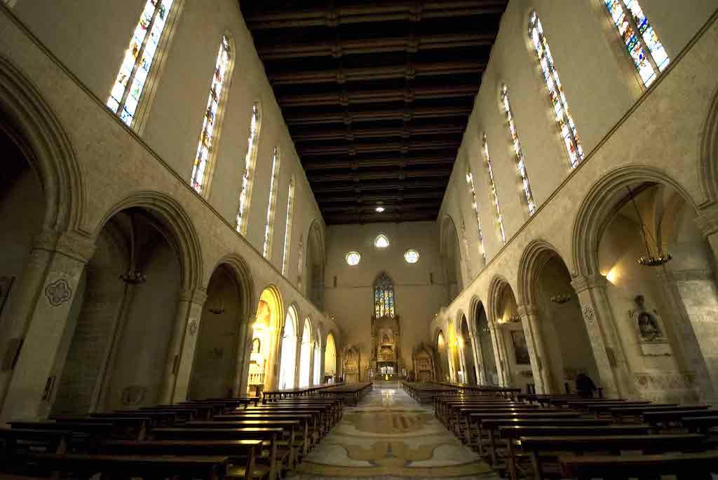 Basilica di Santa Chiara navata centrale