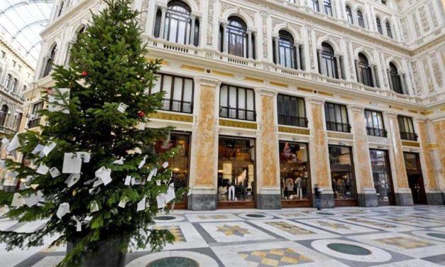 L'Albero di Natale di Napoli si trova in Galleria Umberto