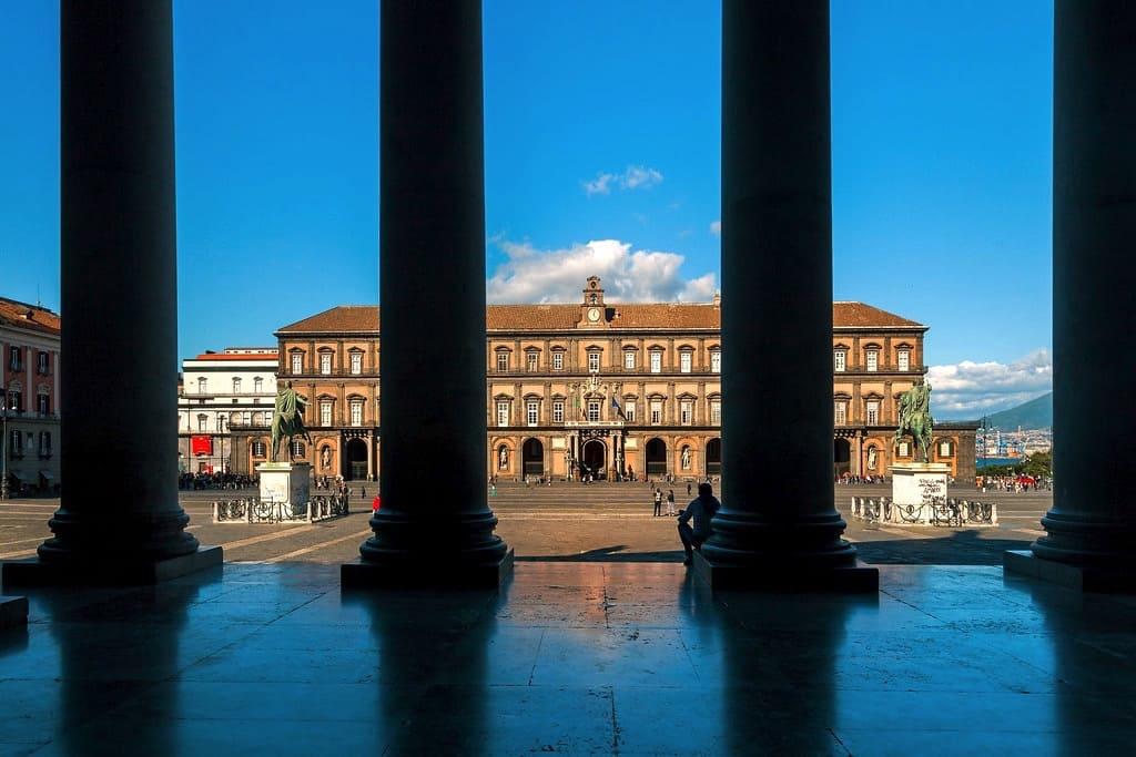 Palazzo Reale e Piazza del Plebiscito, Luoghi simbolo di Napoli