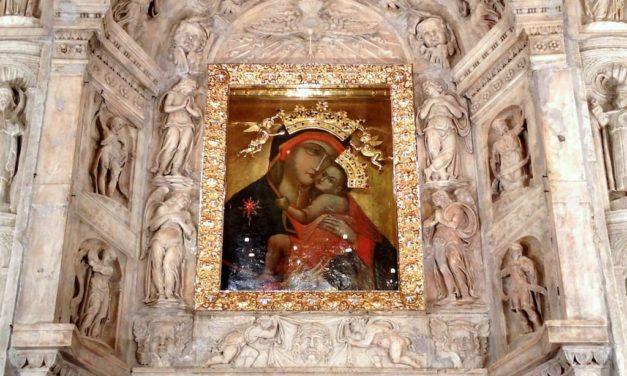 Basilica Santuario del Carmine Maggiore a Napoli