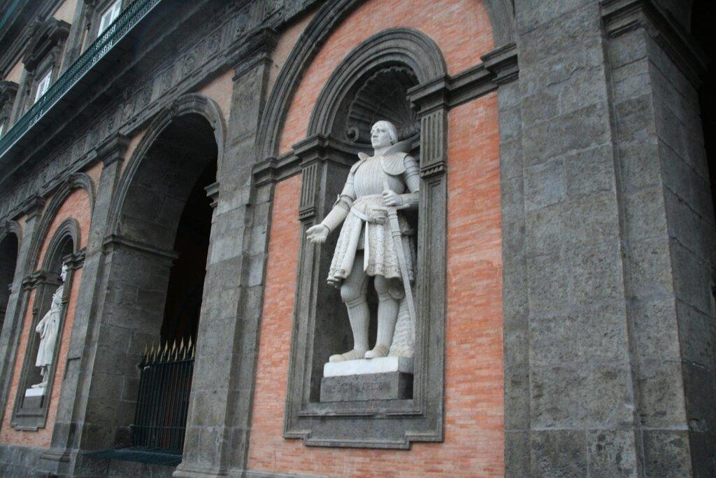 Le statue di Palazzo Reale Napoli, Alfonso d'Aragona