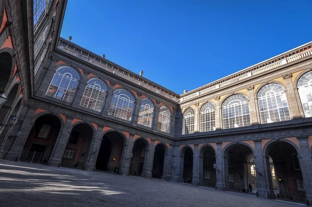 Cortile diPalazzo Reale di Napoli