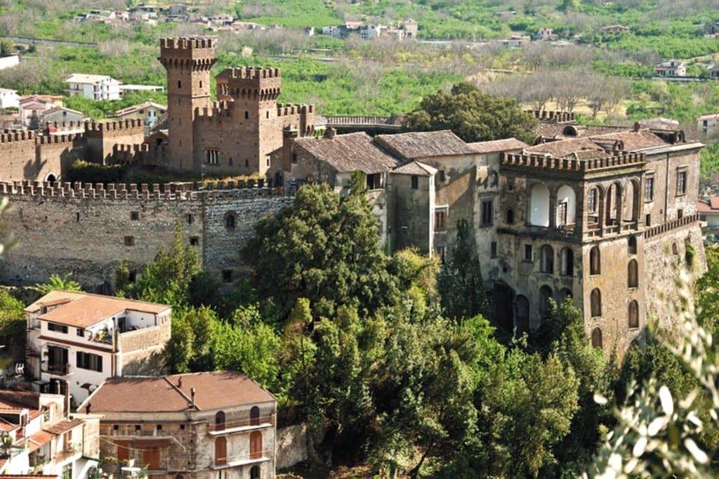 Vista panoramica sul castello di Lauro