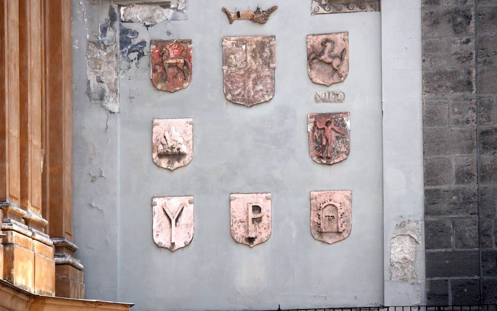 L'antica storia dei Sedili di Napoli