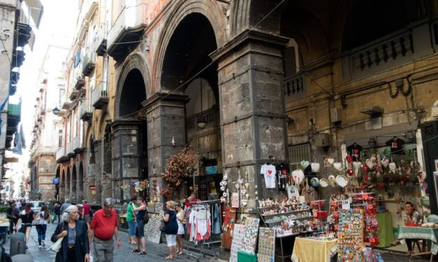 Walking tour – Le origini di Neapolis: i tre decumani