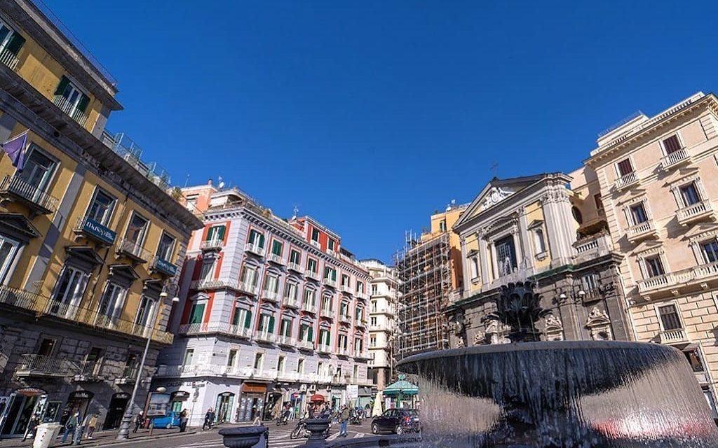 Piazza Trieste e Trento, Fontana del carciofo