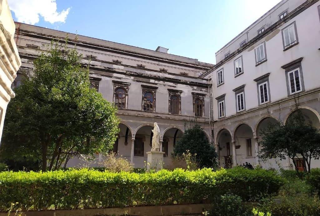 Chiostro Archivio di Stato Napoli