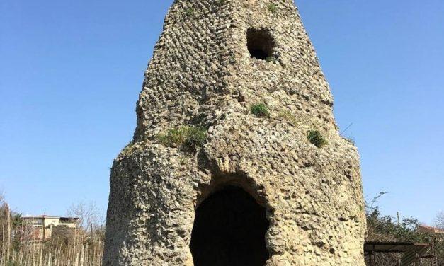 La Fescina di Quarto, il mausoleo a cuspide piramidale