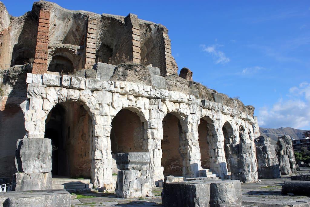 Anfiteatro di Santa Maria Capua Vetere PH Malcolm Bott