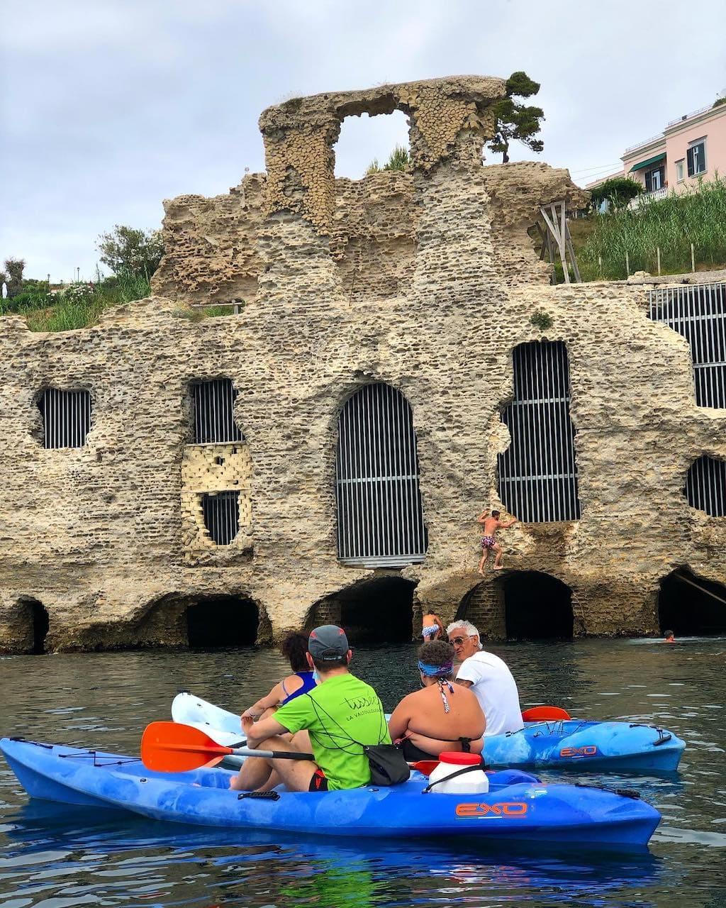 Kayak Posillipo, Palazzo degli spiriti