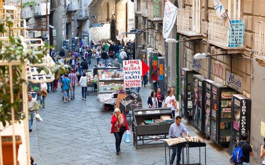 Il Centro Storico di Napoli: un labirinto di vicoli e vicarielli.